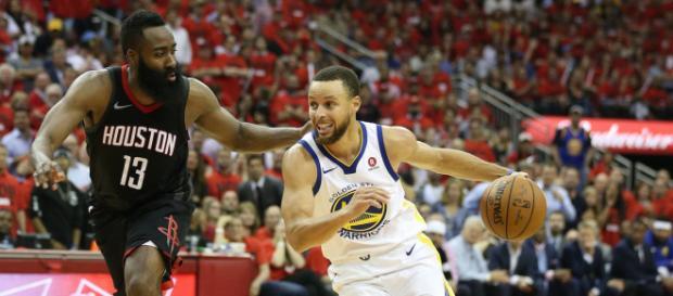 Stephen Curry marcou um duplo-duplo, anotando 27 pontos e 10 assistências. Imagem: thedreamshake.com