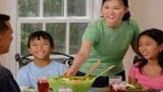 Refuerza la relación afectiva con tus hijos, diviértete en casa junto a ellos