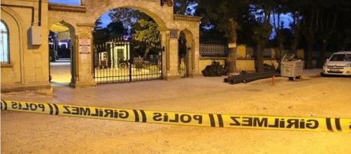 Cemitério local teve de ser isolado pela polícia (Daily Sabah Turkey)