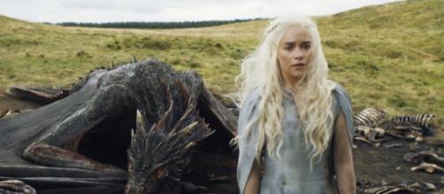 Emilia Clarke está por coronarse por reina
