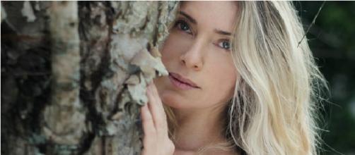 Letícia Spiller aparece sensual em foto