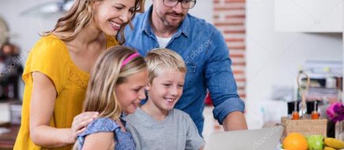 Los padres utilizan sus dispositivos varias veces a la semana para cuidar a sus hijos.