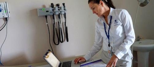 Nurse working in a hospital -- Orbis/Flickr