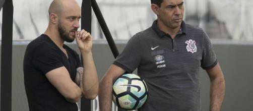 Técnico Fábio Carille poderá contar com a chegada de mais um jogador ao elenco. (foto reprodução).