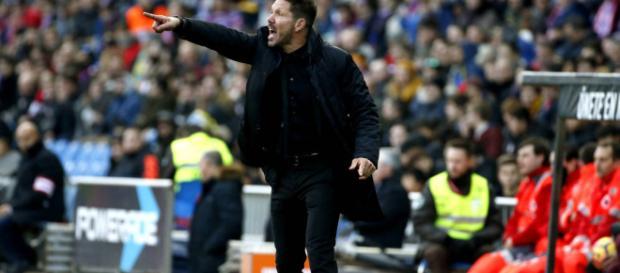 Diego Simeone vio el partido con los fanaticos
