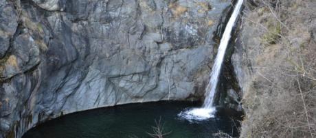 Val di Susa, salta la cascata e muore annegato