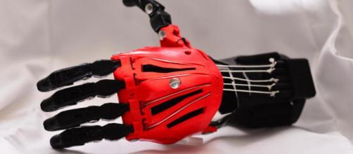 como resultado una mano con tan solo una impresora 3D