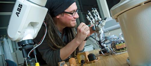 El equipo primero construyó un esqueleto de robot en el que instalar el par de músculos en funcionamiento