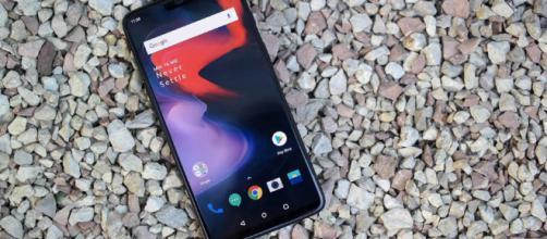 Face Unlock se introdujo por primera vez en el OnePlus 5T, OnePlus ha recomendado el uso de otras entradas de seguridad