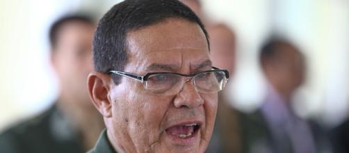 General Mourão é contra pedidos de intervenção militar na paralisação dos caminhoneiros