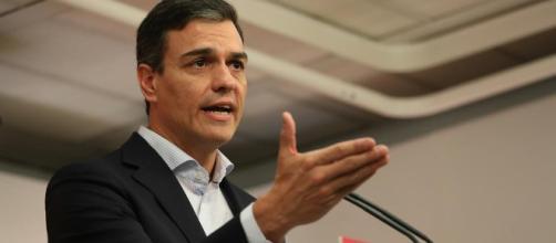 Pedro Sánchez se enfrenta por segunda vez a Mariano Rajoy. Public Domain.
