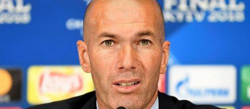 Real Madrid pode colocar outro galáctico na vaga de Zidane