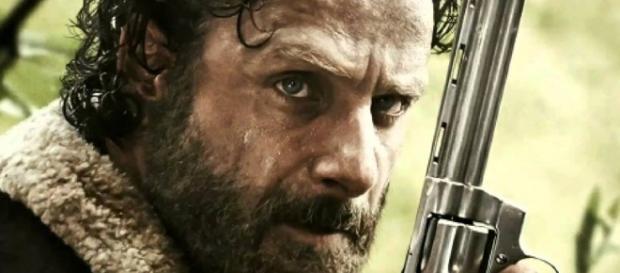 Andrew Lincoln puede estar caminando de The Walking Dead,