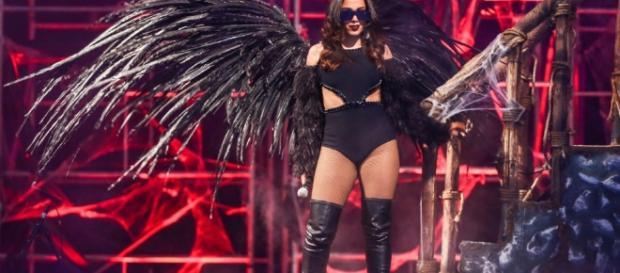 Anitta durante uma edição do 'chá da Anitta'