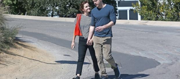 Emma Watson tomada de la mano con Chord Overstreet