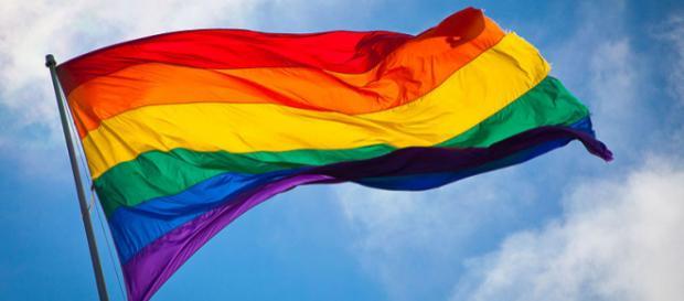 Le drapeau arc-en-ciel est le symbole de la communauté LGBT;