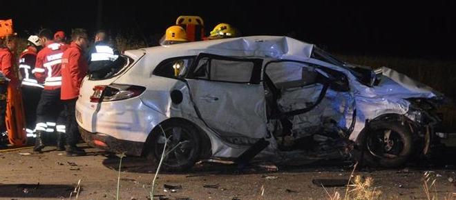 Dois jovens e uma mulher morrem em violento acidente