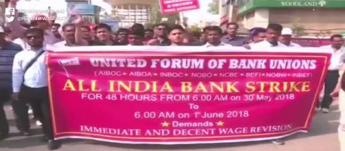 Bank Strike Enters Day 2: (Image Credit: NDTV/Youtube)