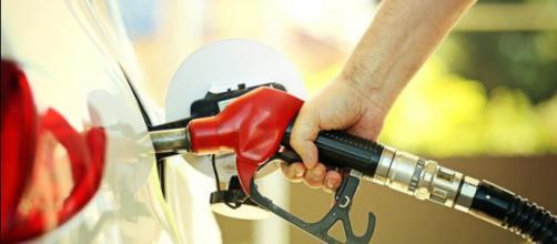 Enquanto em Hong Kong se vende a gasolina mais cara do mundo, na Venezuela se vende a mais barata