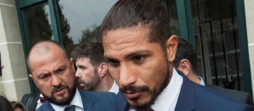 Paolo Guerrero, na saída do CAS, comentando sobre sua absolvição. (Fonte: FoxSports/EFE).