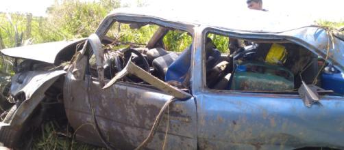 Uma mulher morreu no local. O condutor foi levado, com vida, a um hospital do município de Itapecuru-Mirim (Foto: PRF)
