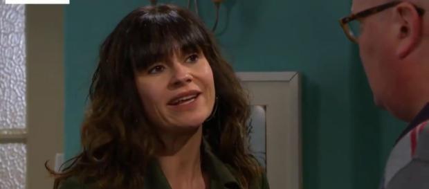 Emmerdale: Chas le oculta un secreto a Paddy