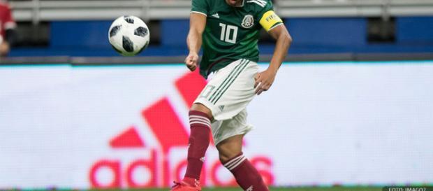 Giovani dos Santos tiene su puesto en la selección de México.