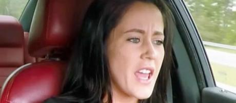 Jenelle Evans drives while filming 'Teen Mom 2.' [Photo via MTV/YouTube]