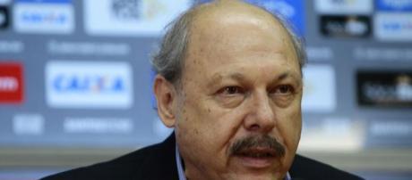 Peres prometeu levar metade dos jogos para o Pacaembu