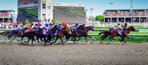 Churchill Downs Racetrack 2018 Kentucky Derby begins! [Image source: Bill Brine - Wikimedia Commons]