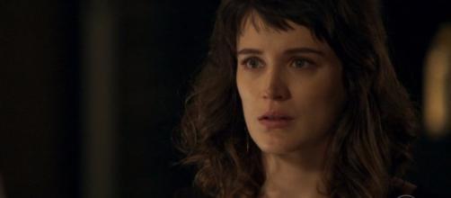 Clara se desespera ao saber que Tomaz foi sequestrado