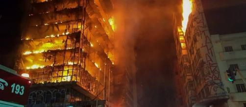 Fogo começou no quinto andar do prédio