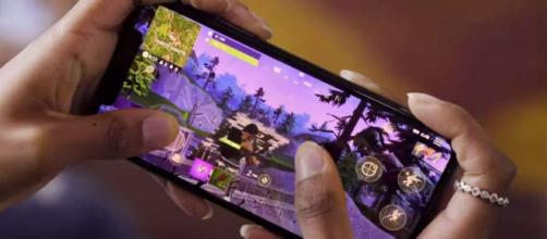 Fortnite: Battle Royale on an iPhone.