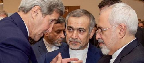 Kerry with Iranian officials [image courtesy State Dept wikimedia commons]