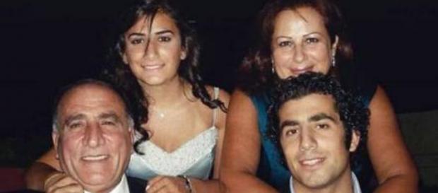 Kaysar ao lado dos seus familiares