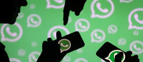 WhatsApp, fate attenzione al 'messaggio bomba'
