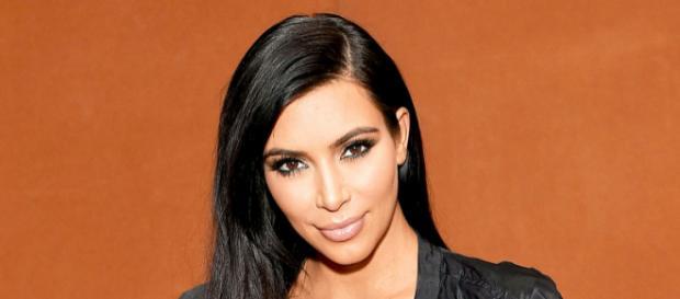 Kim Kardashian vendeu seu filme adulto amador para uma produtora e se tornou uma atriz para maiores de 18 anos.