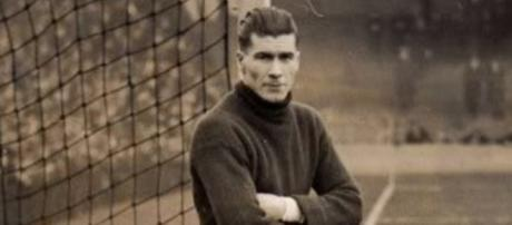 Elisha Scott may be one of the best goalkeepers to grace English football.