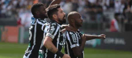 Jogadores do Corinthians pareciam desmotivados no jogo contra o Ceará. (foto reprodução).