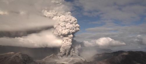 Eruzione vulcanica / Chaitén / Cile | RM clip 347-885-184 in HD ... - framepool.com