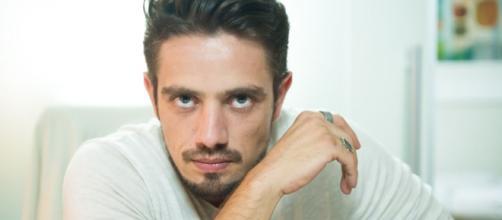 Renato (Rafael Cardoso) em 'O Outro Lado do Paraíso'. (foto reprodução).