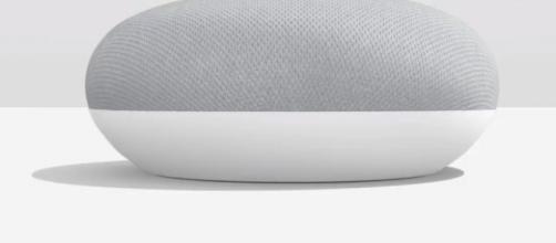 Imagen de Google Home Mini de la marca