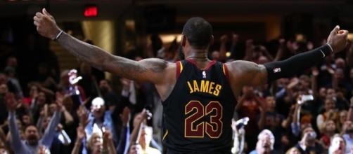 LeBron James hits game-winner at buzzer to give Cleveland ... - scmp.com