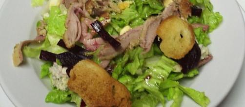 ¿Por qué el aderezo de ensalada hace que la lechuga se marchite?