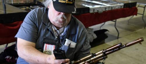 Pourquoi les lobbies des armes sont-ils si puissants aux Etats-Unis ?