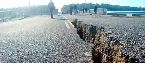 Terremoto in El Salvador, spaccatura della strada
