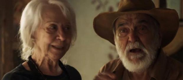 Mercedes faz previsão e diz qual a sua missão na terra em O Outro Lado do Paraíso (Foto: TV Globo)