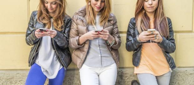 que la adicción al móvil le hace a los jóvenes - muyinteresante.es
