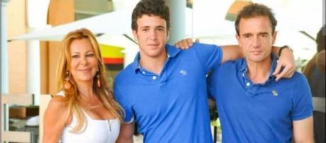 Ana Obregón y su hijo Alex Lequio junto con Alessandro Lequio