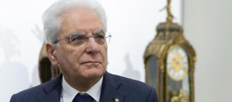 Mattarella sfida i partiti sul governo